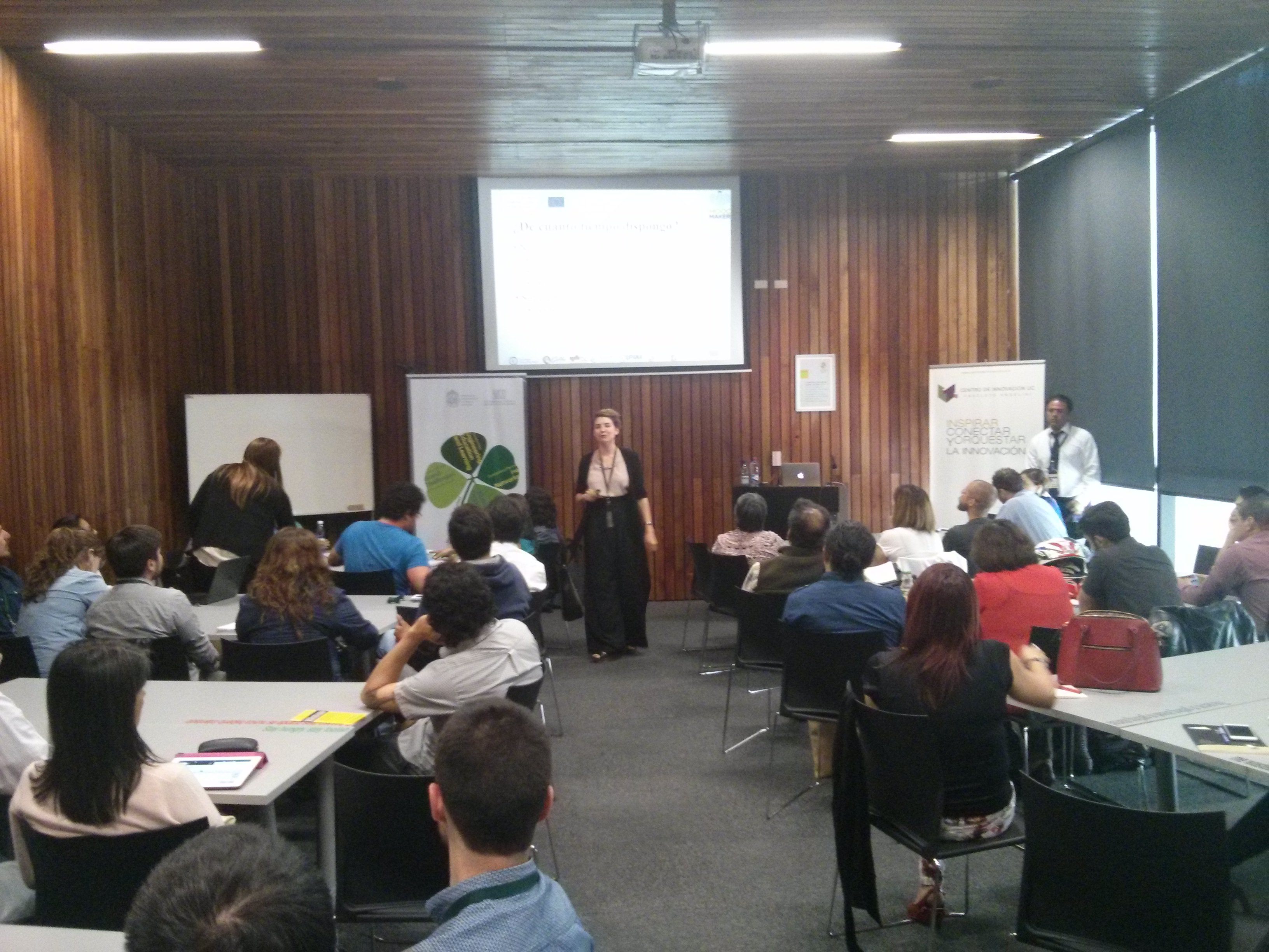 """Mar Pérez PhD impartiendo taller """"Diseño de MOOCs"""""""