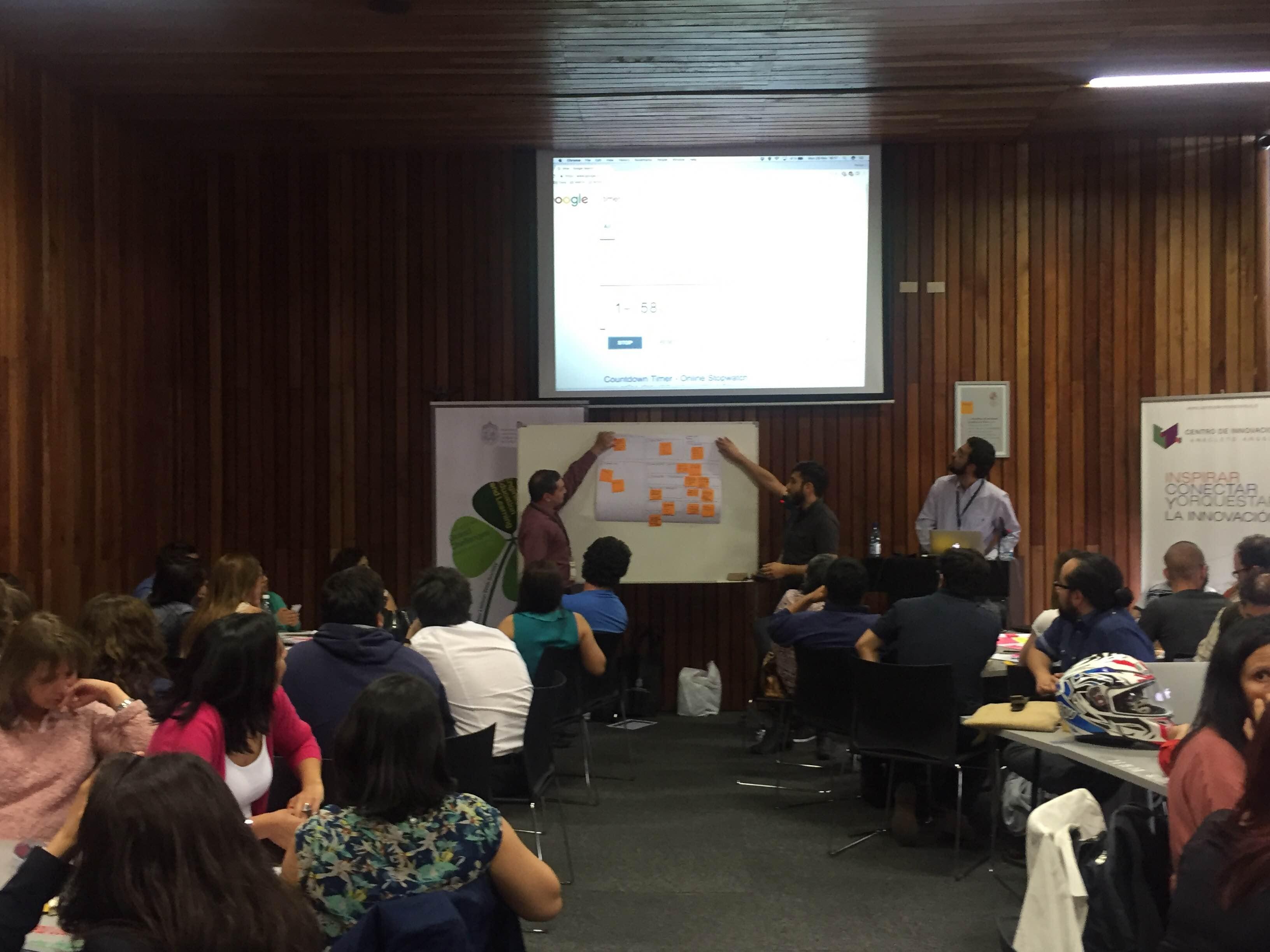 """Carlos Alario PhD impartiendo taller """"Diseño de MOOCs"""""""
